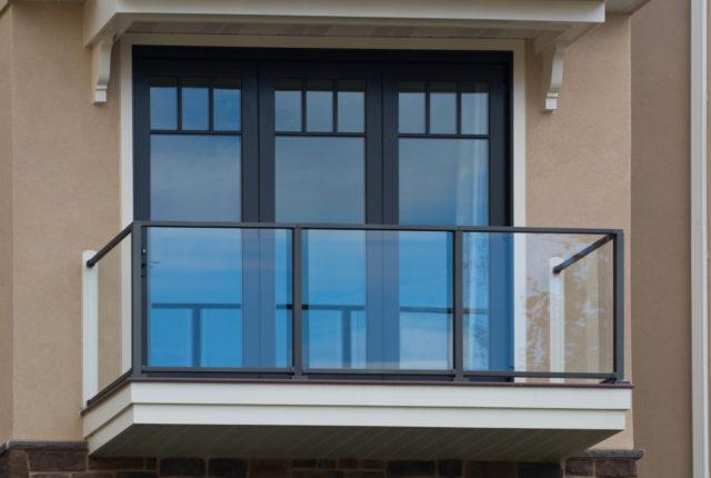 aluminum and glass railing panels