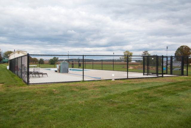 chain link fence installers serving commercial businesses