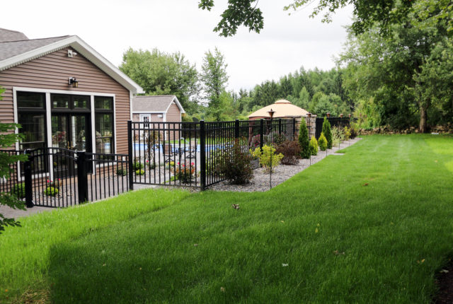 commercial aluminum pool fence