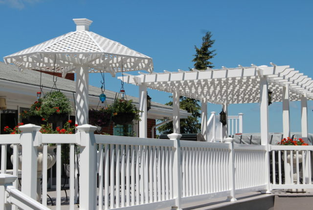 outdoor vinyl railing for a deck