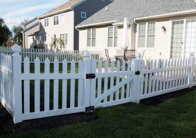 Vinyl picket fence and gate in backyard of Pittsburgh, PA home