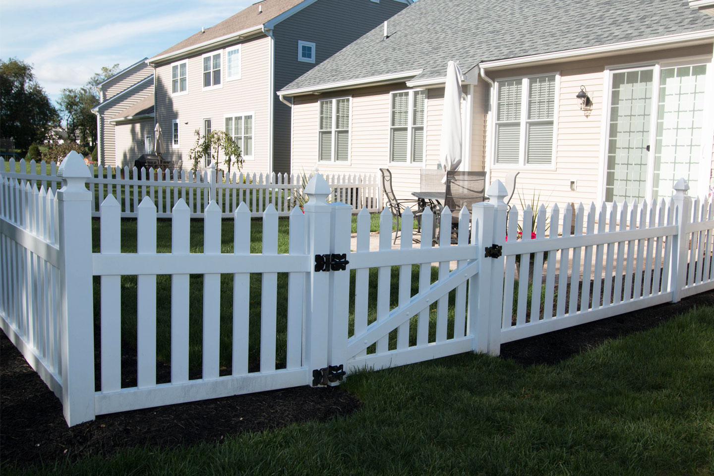 Vinyl Fence Styles & Colors | How to Find the Right Vinyl ...