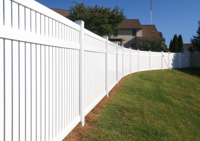 tall white vinyl privacy fence