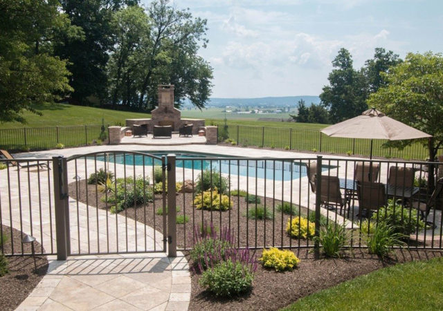 Backyard pool fence made from aluminum