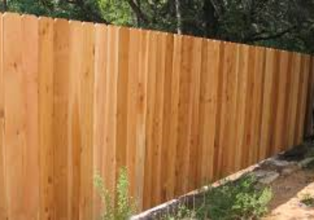 Cedar picket privacy fence for backyard