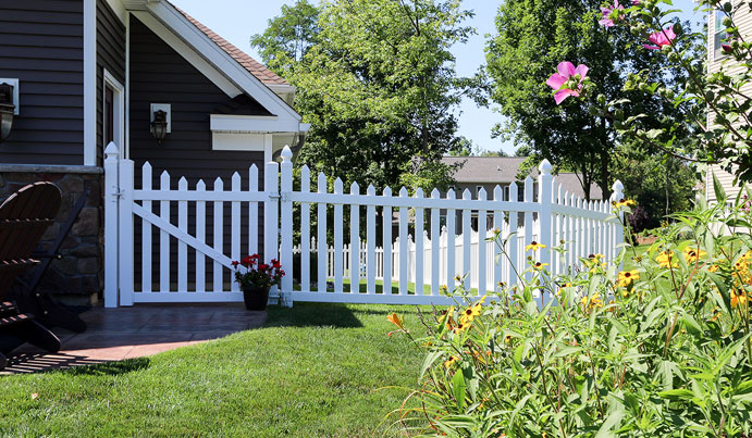 white picket fence in Pittsburg PA