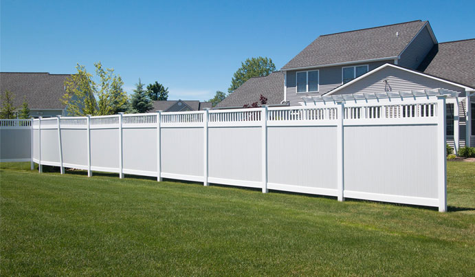 Privacy vinyl fence in Pittsburg pa