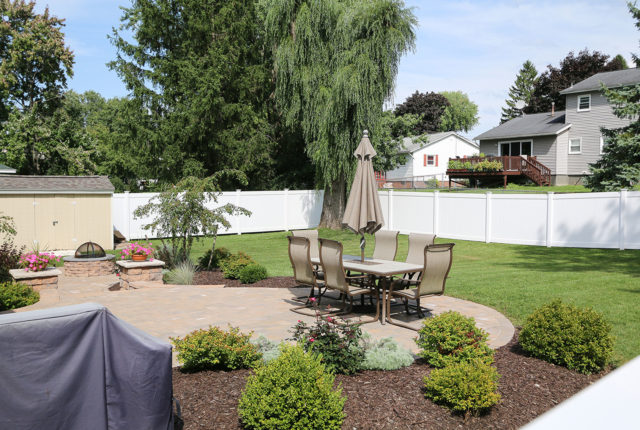 What Should a Vinyl Fence Cost?