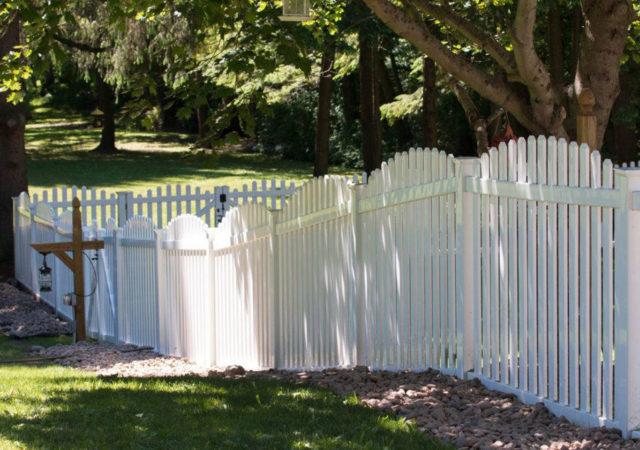 Picket Privacy vinyl fence