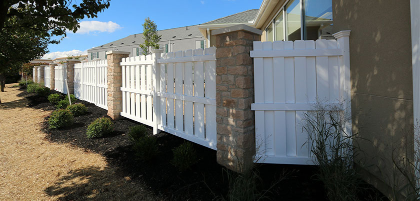 Commercial property privacy fence made of vinyl