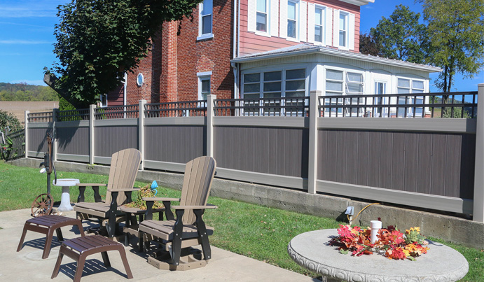 Vinyl fence installation in Pittsburgh PA