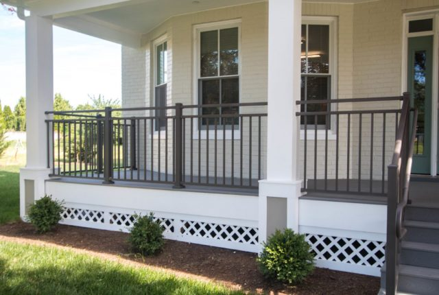 Vinyl vs. Aluminum Railing: Discovering the Best Deck Railing Material