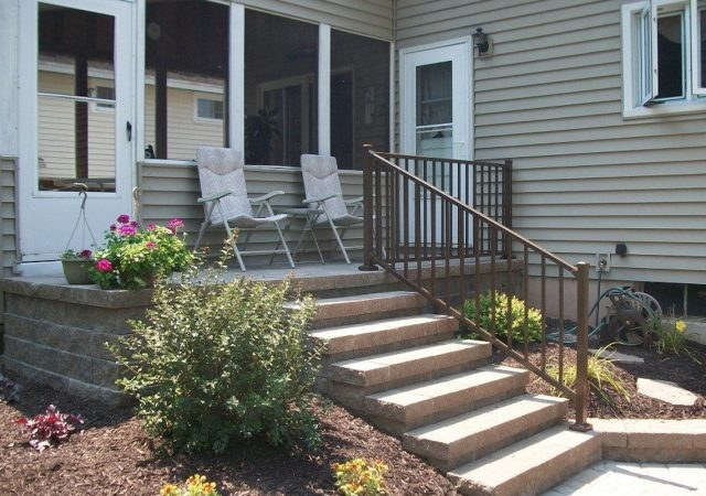 Aluminum hand railing for staircase outdoors