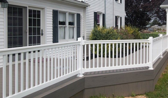Aluminum deck railing with curved