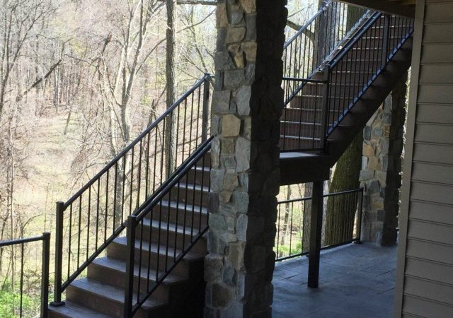 Aluminum railing for deck staircase