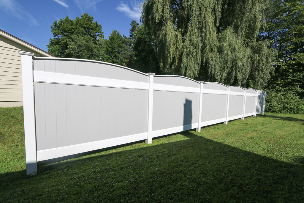 Curved fence top with two toned vinyl