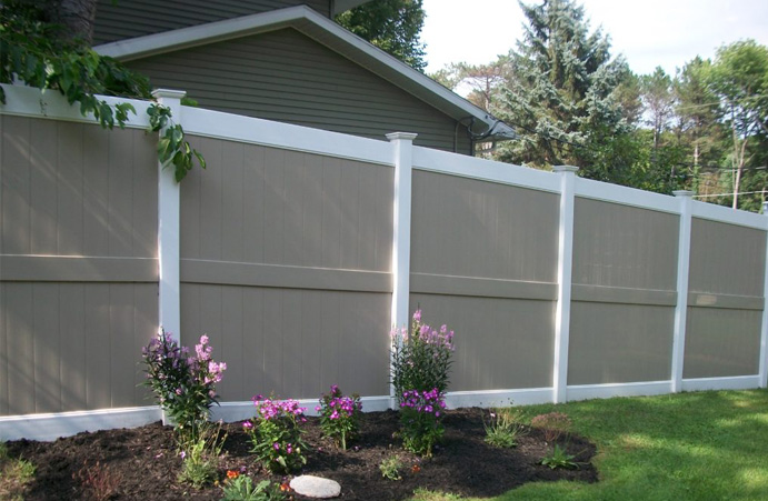 Colored vinyl fencing for backyards in Pittsburgh PA