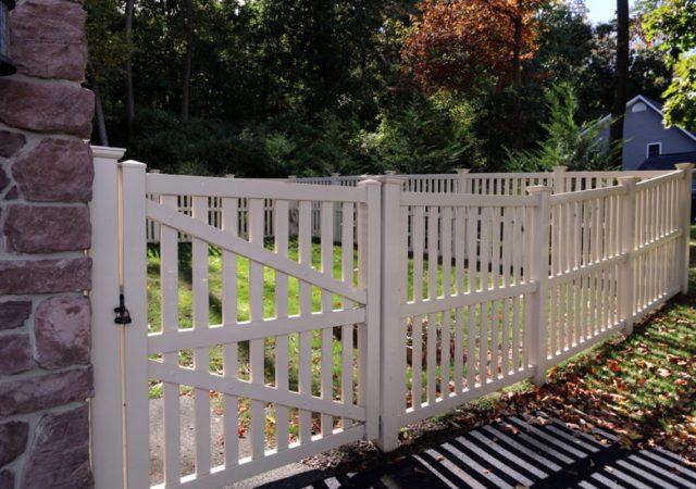 vinyl-fencing-gate