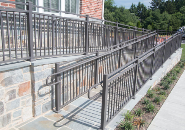 Low-cost Aluminum railing for commercial