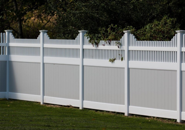 gray and white long-lasting vinyl fencing